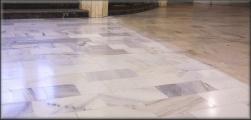 Srovnání před a po čištění podlahy