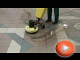 Průběh čištěni dlažby tříkotoučovým strojem